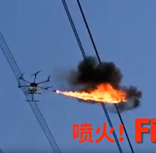 厲害了!中國用噴火無人機清理高壓線異物