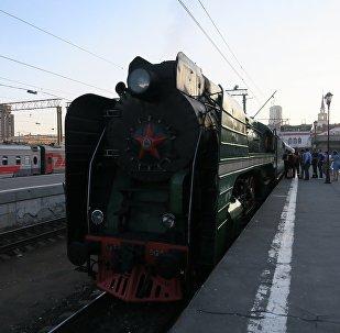 15个国家的游客乘坐俄罗斯帝国号列车从莫斯科前往北京