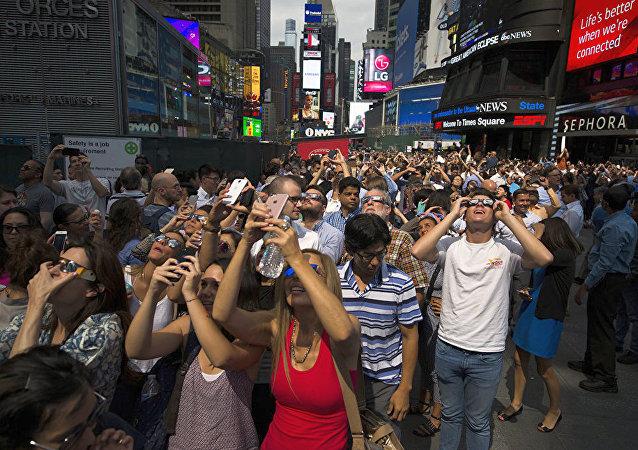 美国逾500万人通过电视观看日全食