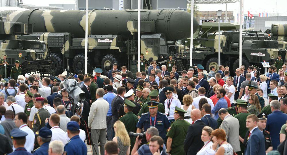 """俄军将根据在""""军队-2017""""签署的合同获得800多部设备"""