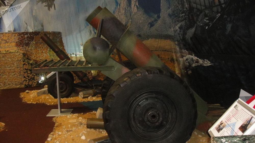 305毫米双管迫击炮