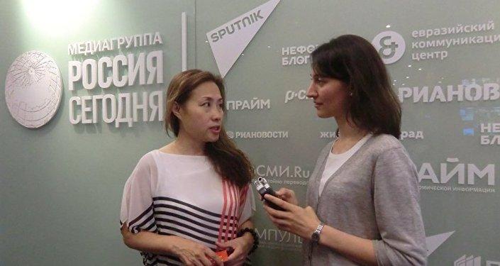 华联会主席黄静接受俄罗斯卫星通讯社记者采访