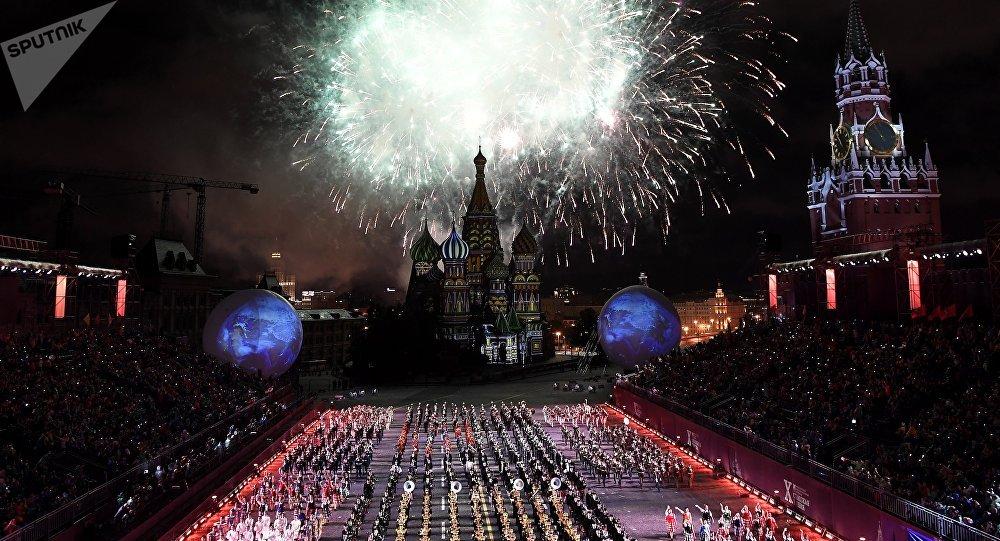 """第十届""""斯巴斯卡亚塔楼""""国际军乐节27日在红场开幕"""