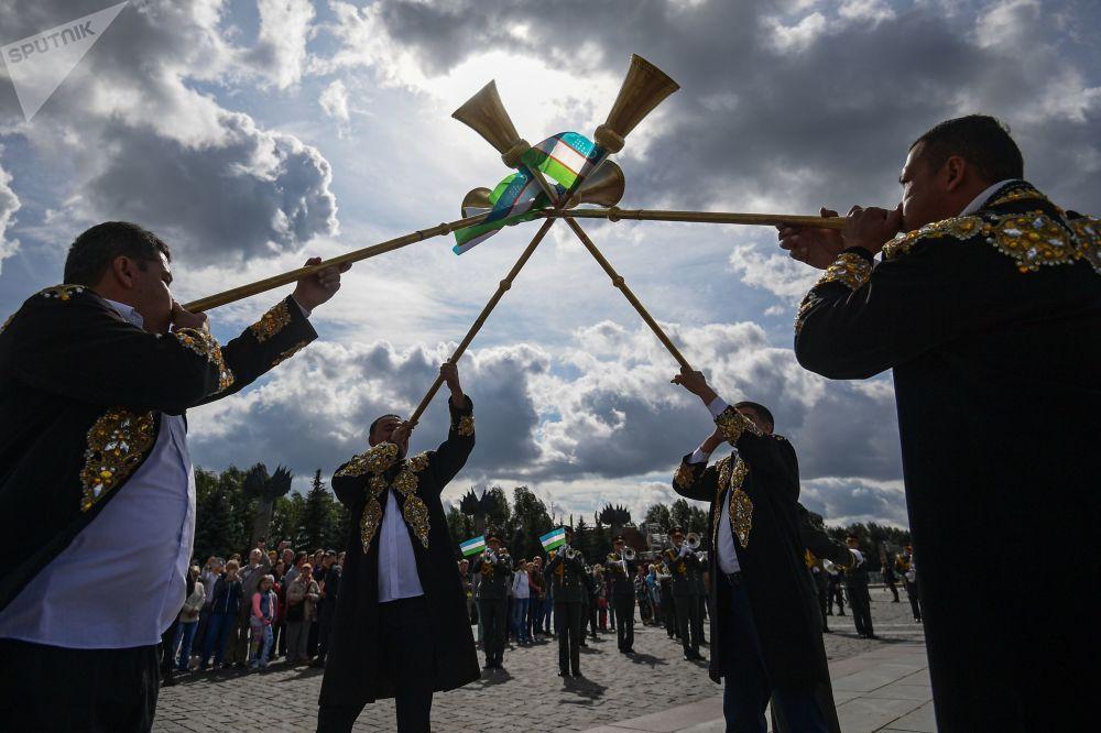 乌兹别克斯坦国防部军乐团乐手