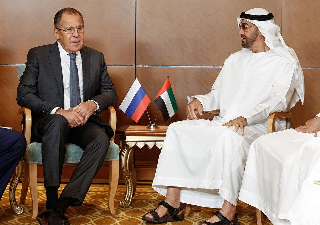 Министр иностранных дел РФ Сергей Лавров и наследный принц Абу-Даби Мухаммед бен Заид аль Нахайян во время встречи.