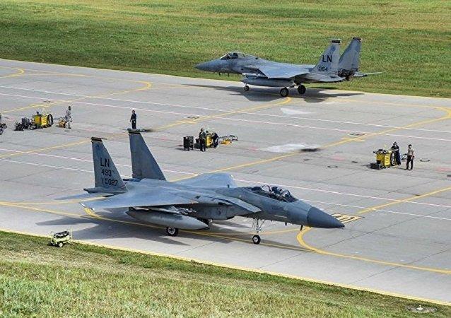立陶宛国防部:7架美军F-15鹰式战机飞抵立陶宛