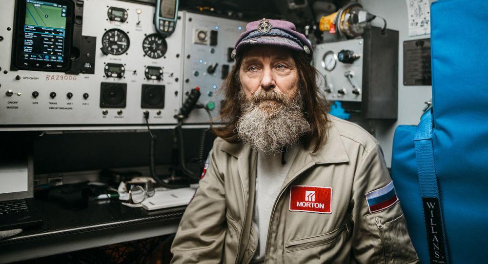 科纽霍夫打算乘划艇222天绕地球一圈
