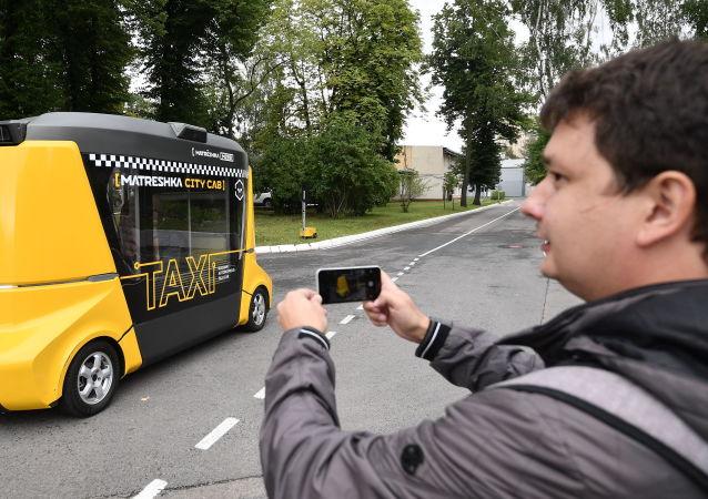 """""""套娃""""智能巴士:俄首款无人驾驶巴士"""