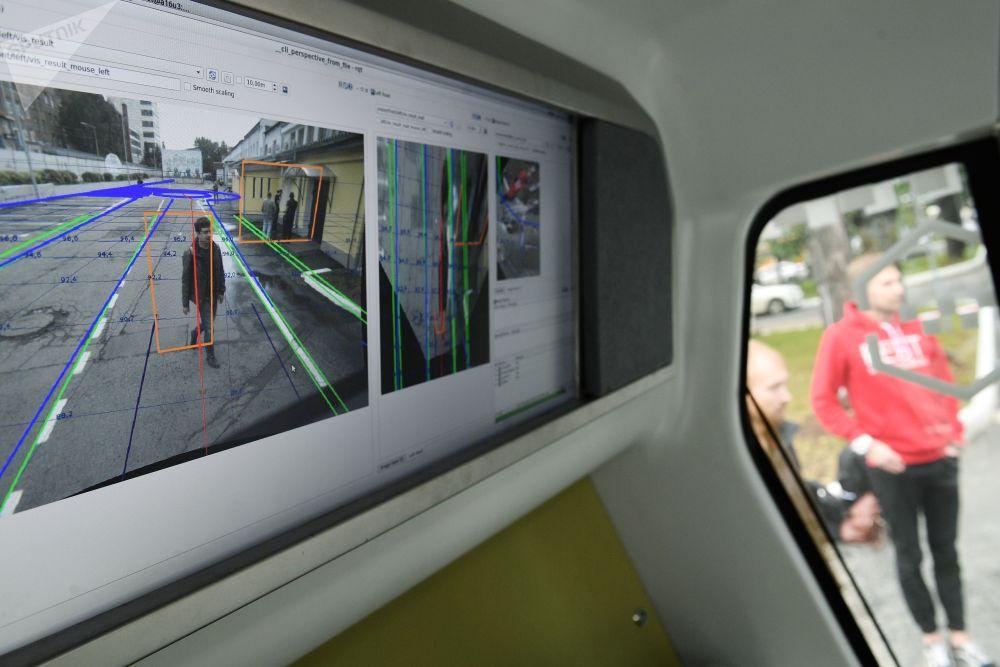 """""""套娃""""无人驾驶巴士采用模块化设计,一旦出现故障很容易替换。"""