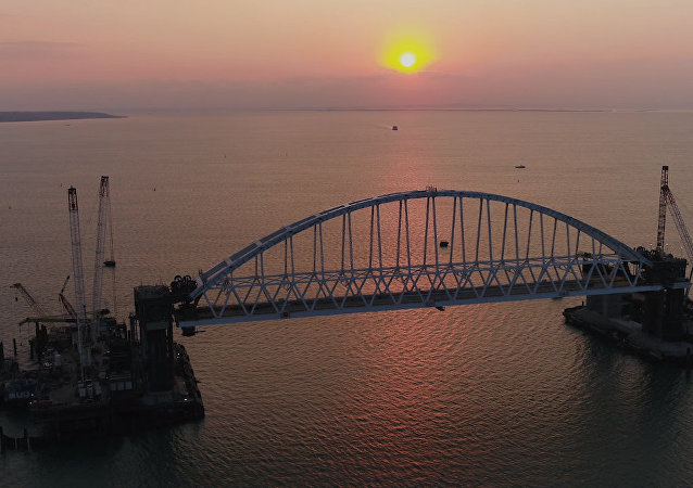克里米亚铁路拱桥吊装视频公开