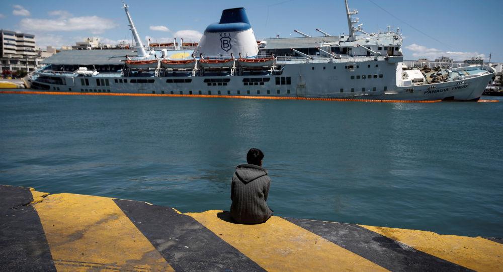 外媒:渡轮在法国加来港搁浅
