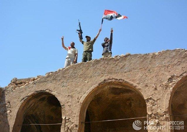 """伊拉克总理宣布在泰勒阿费尔击败""""伊斯兰国"""""""