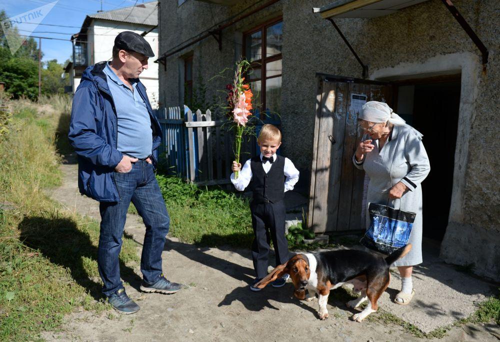 家长送新生入学,斯维尔德洛夫斯克州卡利诺沃镇