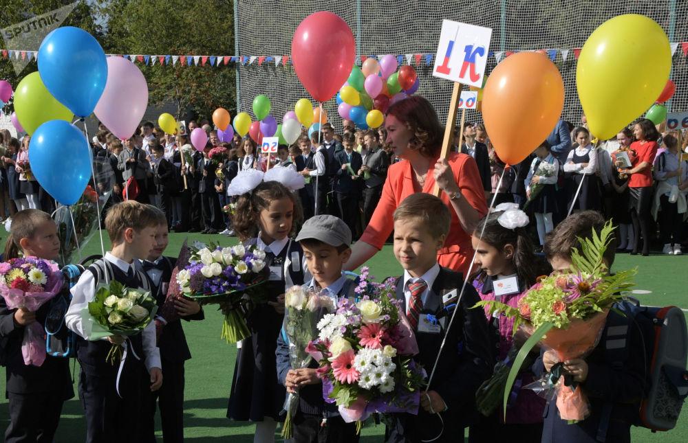 节日队列中的学生,莫斯科