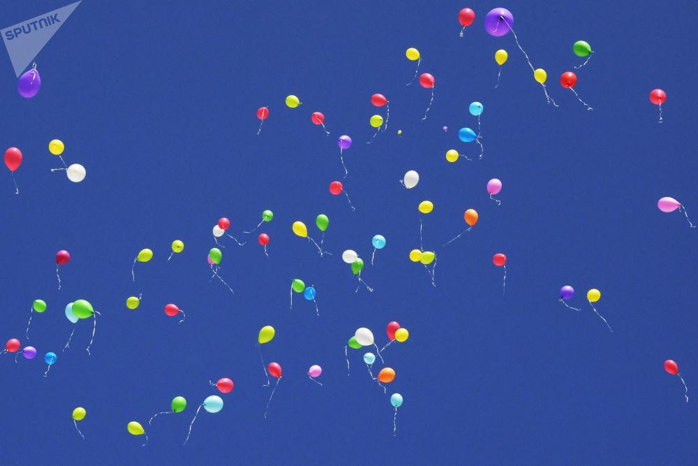 莫斯科第117小学放飞气球