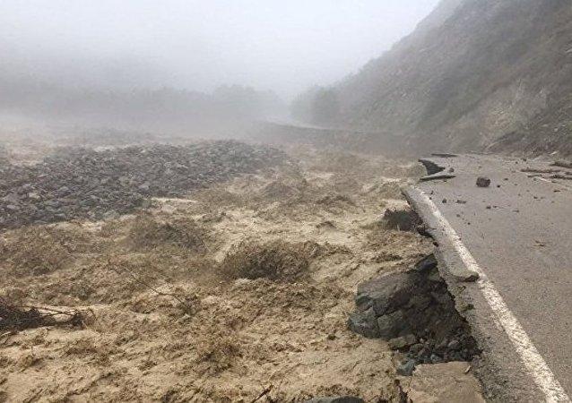 俄北高加索地区因泥石流被困山中游客包括中国及其他13个国家公民