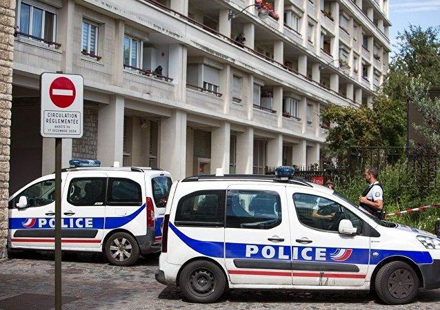 法国一辆近40年被盗的车现身池塘