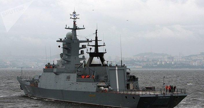 """""""完美号""""轻型护卫舰抵达俄罗斯岛参加东方经济论坛"""
