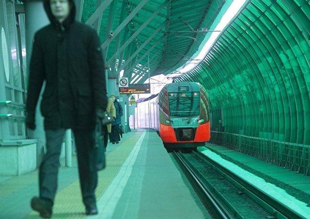 索比亚宁:莫斯科中环夏季最后一天载客量超过38.2万