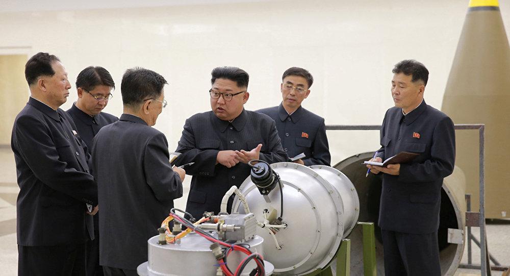 """据朝中社报道,金正恩在平壤劳动党会议上发言称:""""我强调,无人能否认,朝鲜迅速成为了一个可以对美国构成严重核威胁的战略大国。"""" 金正恩指出,朝鲜核导计划的发展使得朝鲜在国际事件上更有话语权。 朝中社援引金正恩的话报道称:""""虽然我们面临不容小觑的严峻挑战,我们从不感到失望,也不感到害怕。相反,我们乐观看待我国在艰难环境中取得的改革进步。"""""""