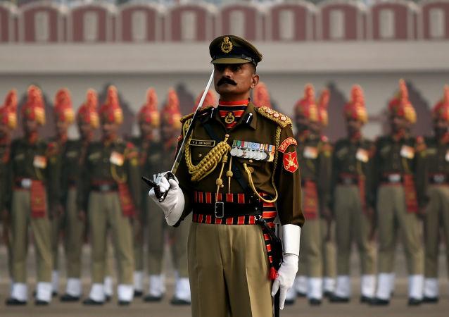 印度总理重组内阁任命新国防部长