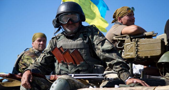 乌军在顿巴斯前线利用战斗猪