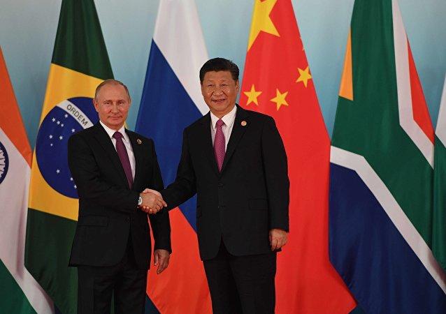 金砖国家领导人9月4日上午在中国厦门峰会上正举行小范围会谈.