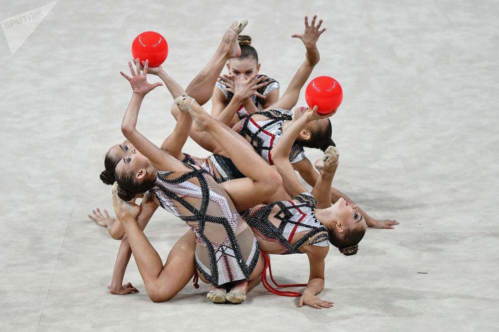 保加利亚队的女体操运动员们