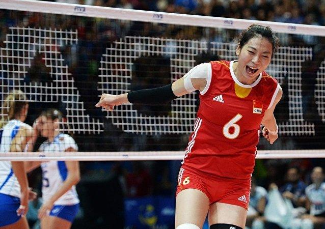 中国女排大冠军杯3:2战胜巴西