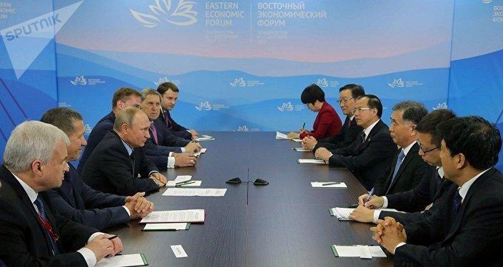 普京:今年东方经济论坛期间中俄签署合同数量将比去年多