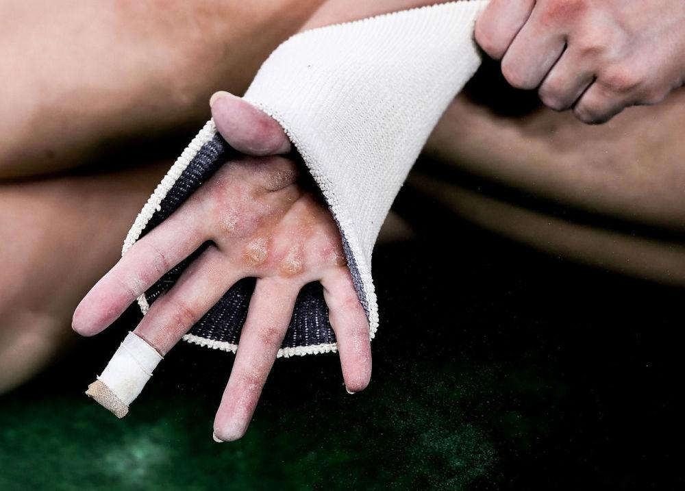 出自俄罗斯摄影师阿列克谢·菲利波夫系列作品《指尖》。