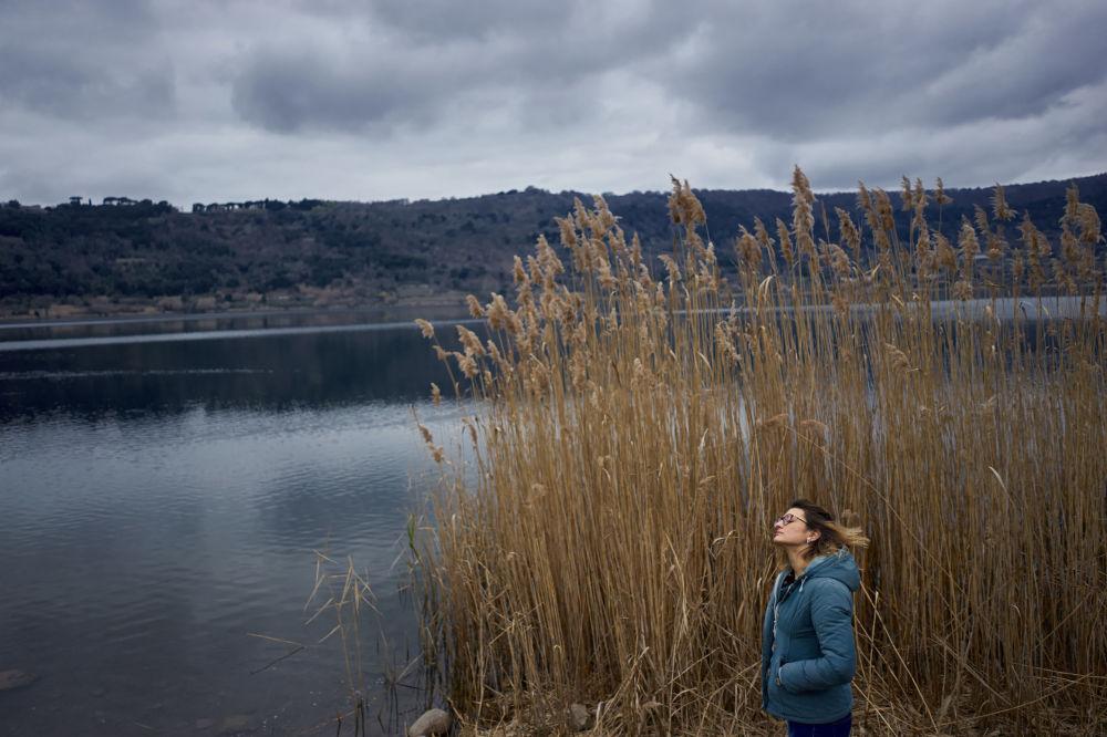 意大利摄影师达尼洛·加西亚·迪·梅奧(Danilo Garcia Di Meo)讲述意大利年轻女性安布拉勇气和生存意志的《什么?》