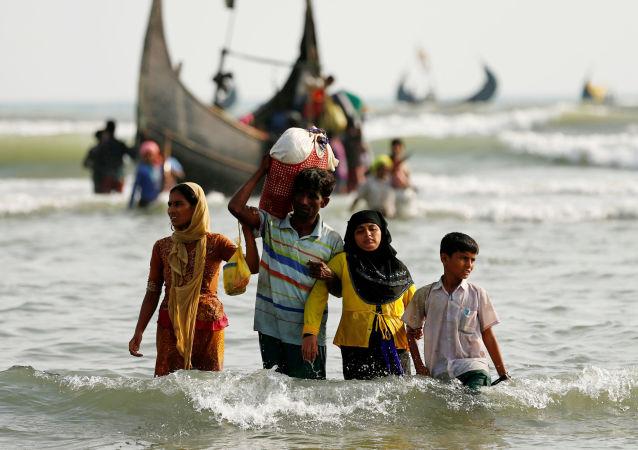 从缅甸前往孟加拉国的罗兴亚难民数已超过41.5万人