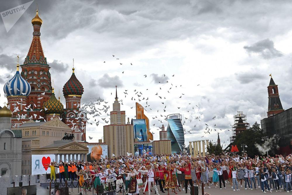 莫斯科城市日慶典開幕式上的演員