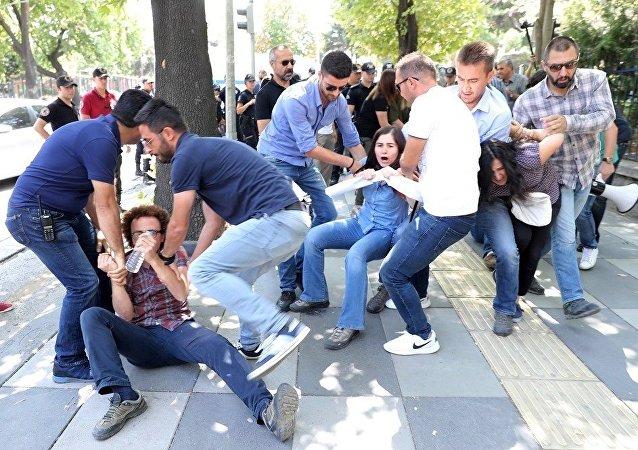 媒体:土耳其检方批捕63位与居伦案有关的人员