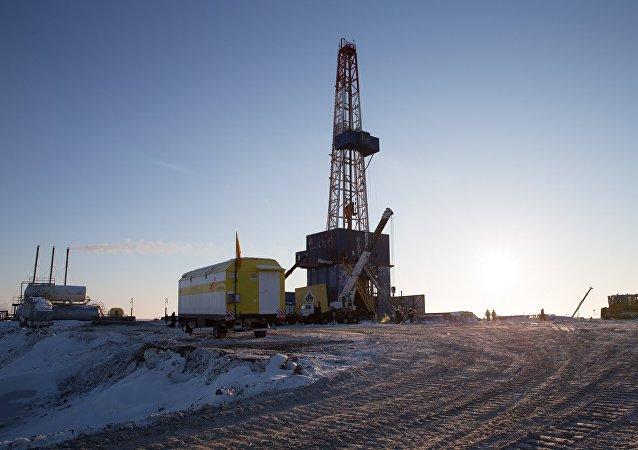 俄石油总裁:该公司石油开采成本约为每桶2.5美元