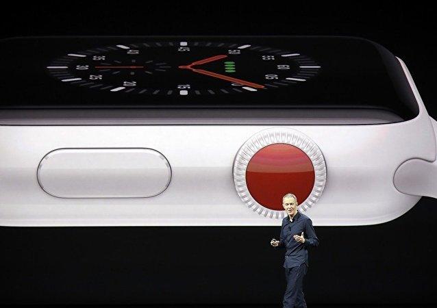 苹果公司在加州新品发布会上推出第三代新款智能手表
