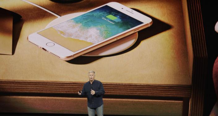 媒体:苹果降速门丑闻后将损失上百亿美元