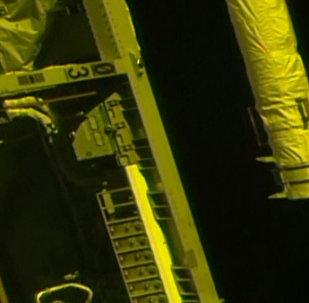 """""""联盟MS-06""""飞船与国际空间站对接及空间站科学家迎接飞船乘员的画面"""