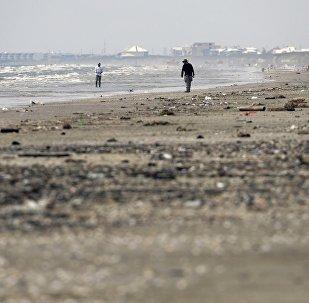 颶風「哈維」在美國德克薩斯州海灘上留下獠牙怪獸