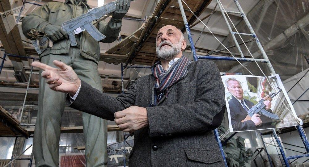 萨拉瓦特·谢尔巴科夫——卡拉什尼科夫雕像的作者