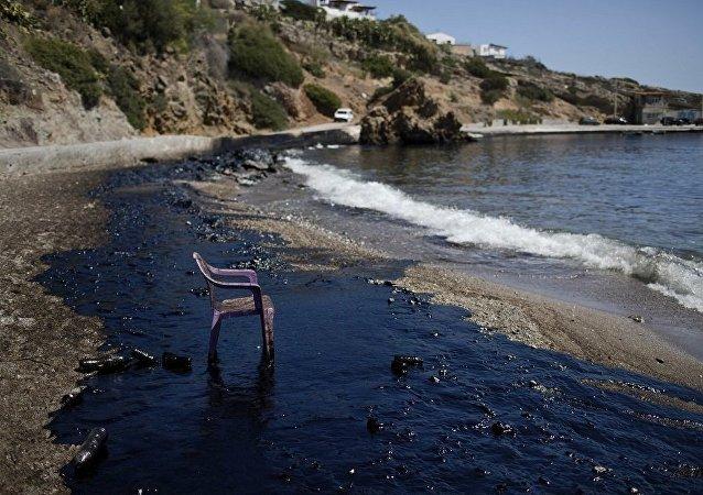 希腊海域重油泄露事件或将造成5亿欧元的损失