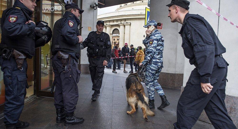 莫斯科及郊区17日因炸弹威胁电话疏散7千人