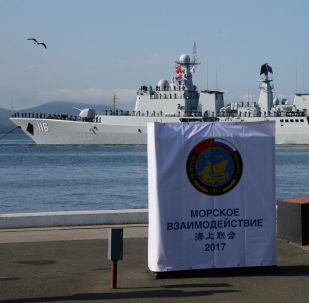 约1000人参观赴俄滨海边疆区参加演习的中国海军舰艇
