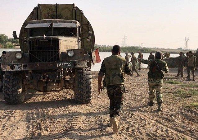 """俄国防部:叙军挺进幼发拉底河左岸从""""伊斯兰国""""手中夺回60多平方公里土地"""