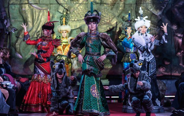 莫斯科民族風時裝秀