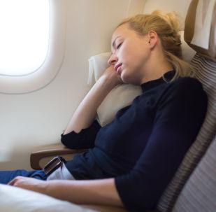 科學家:飛機起降時睡覺易引發耳氣壓傷