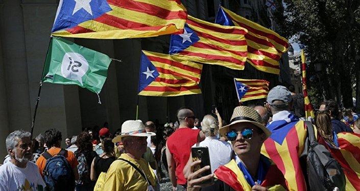 加泰罗尼亚自治区主席在独立公投后称有意与马德里进行对话