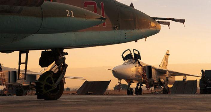 普京周一上午抵达赫梅米姆空军基地