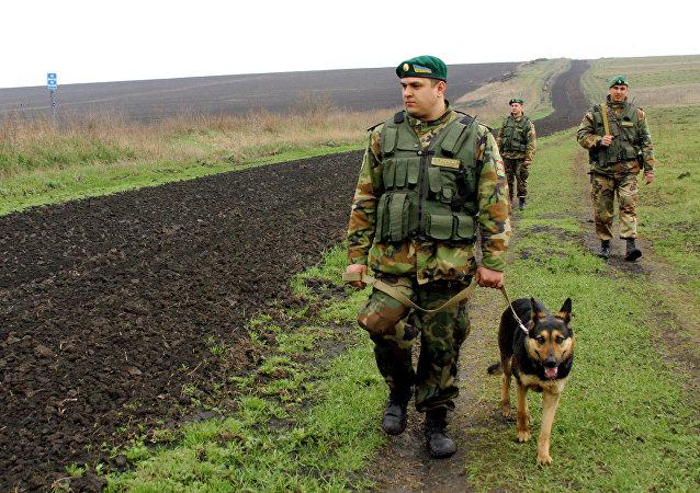 乌边防人员放狗驱赶欧安组织代表